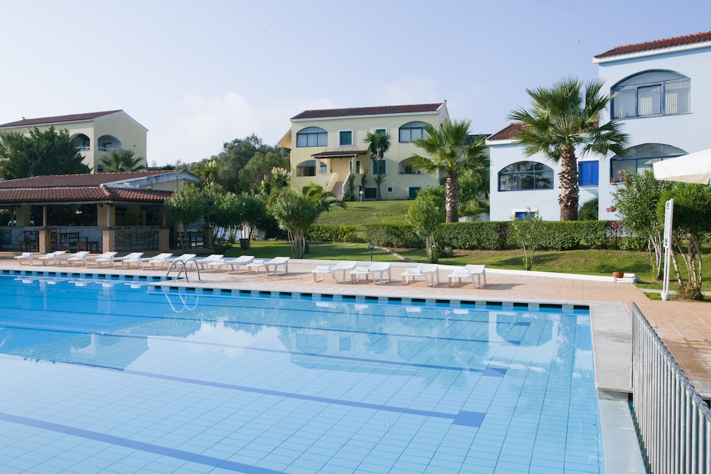 고비노 베이(Govino Bay) Hotel Image 58 - Outdoor Pool