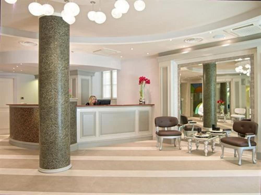 호텔 센트랄레(Hotel Centrale) Hotel Image 7 - Reception