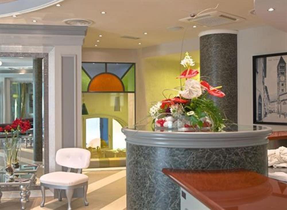 호텔 센트랄레(Hotel Centrale) Hotel Image 2 - Reception