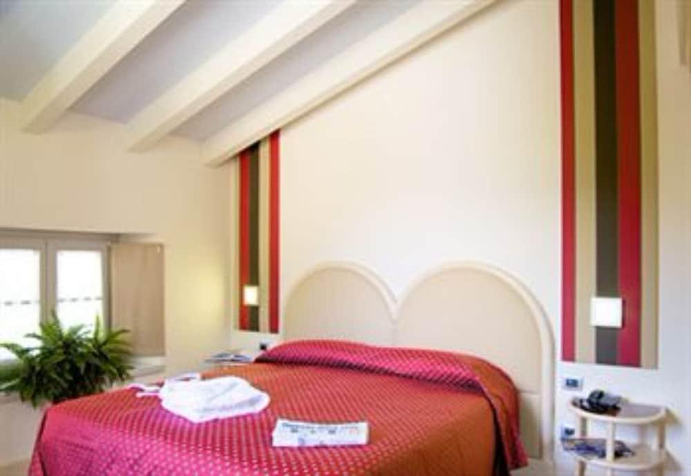 호텔 센트랄레(Hotel Centrale) Hotel Image 5 - Guestroom