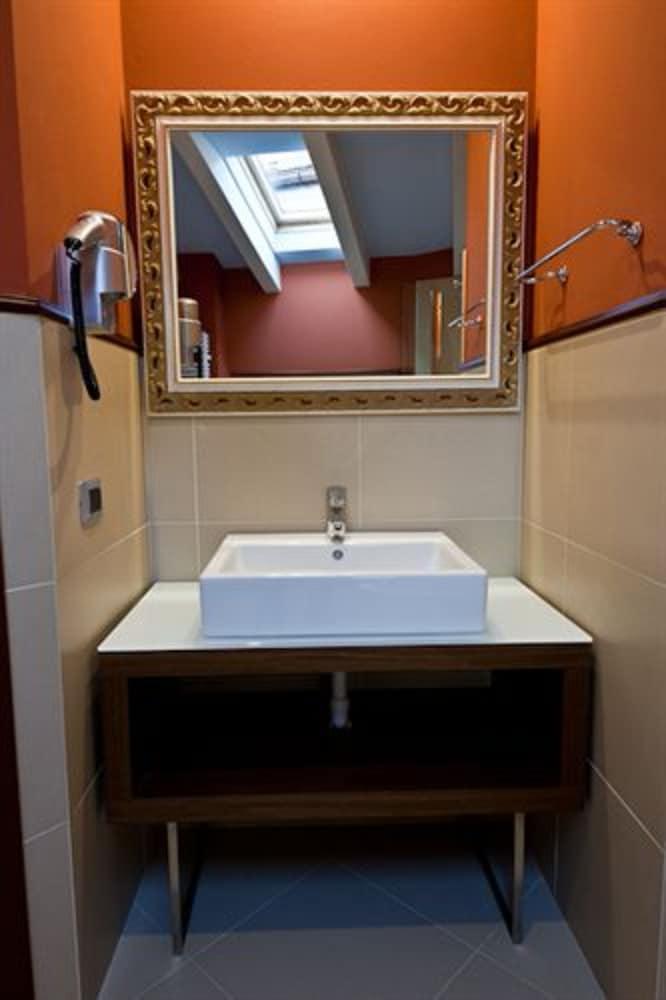 호텔 센트랄레(Hotel Centrale) Hotel Image 6 - Bathroom