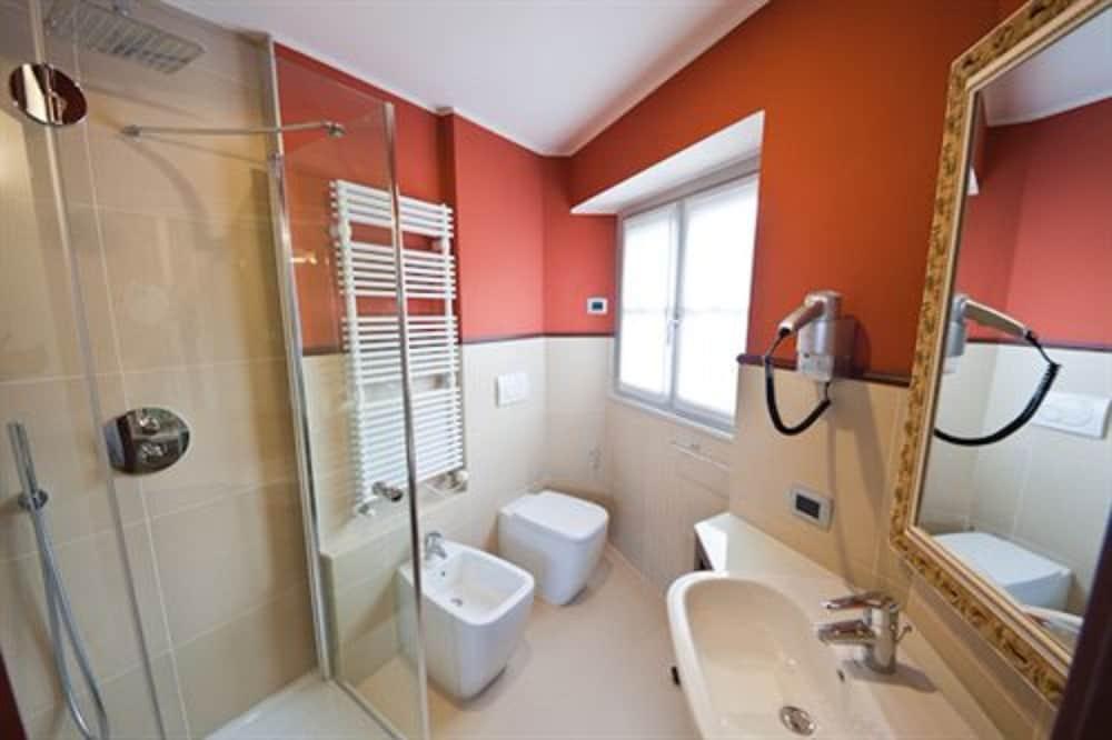 호텔 센트랄레(Hotel Centrale) Hotel Image 14 - Bathroom