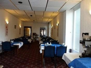 빌라 호텔(The Villa Hotel) Hotel Image 16 - Restaurant