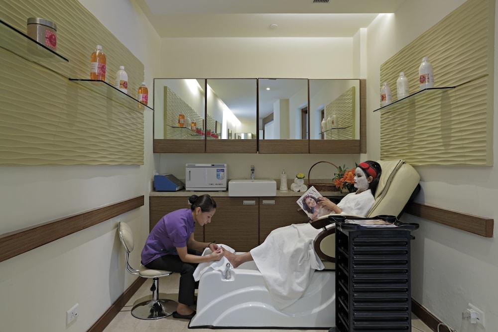 래디슨 블루 호텔 그레이터 노이다(Radisson Blu Hotel Greater Noida) Hotel Image 58 - Nail Salon