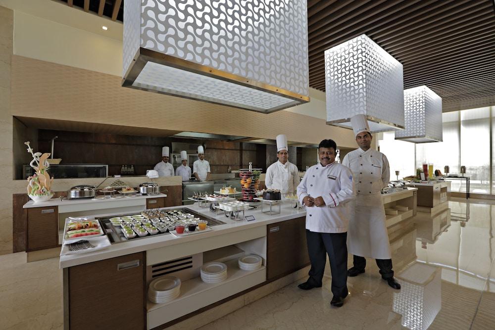래디슨 블루 호텔 그레이터 노이다(Radisson Blu Hotel Greater Noida) Hotel Image 74 - Restaurant