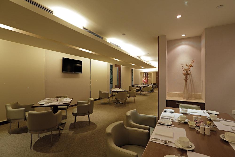 래디슨 블루 호텔 그레이터 노이다(Radisson Blu Hotel Greater Noida) Hotel Image 121 - Executive Lounge