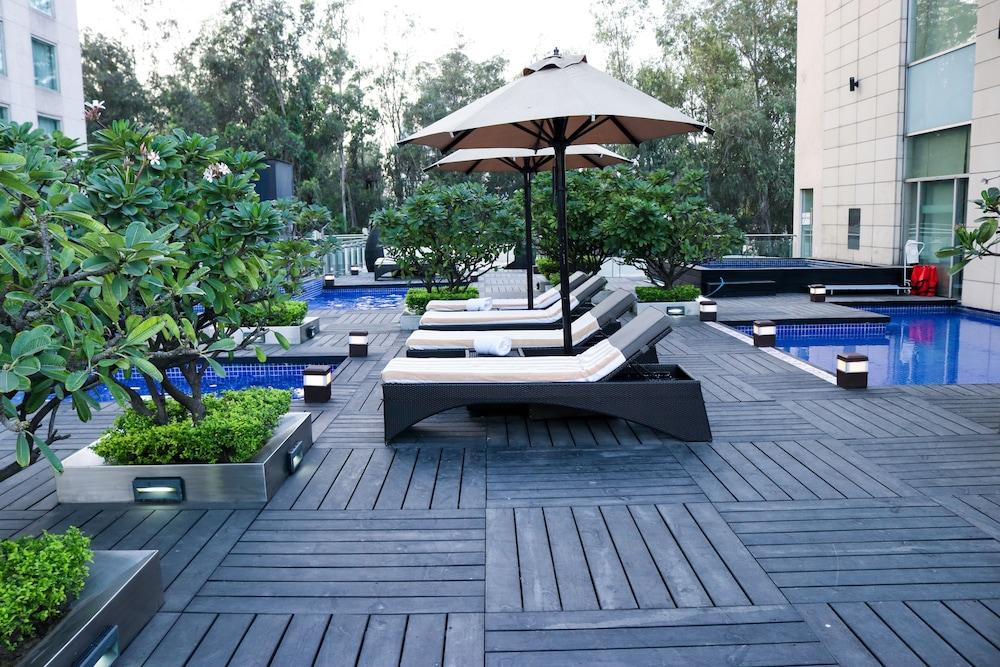 래디슨 블루 호텔 그레이터 노이다(Radisson Blu Hotel Greater Noida) Hotel Image 5 - Pool