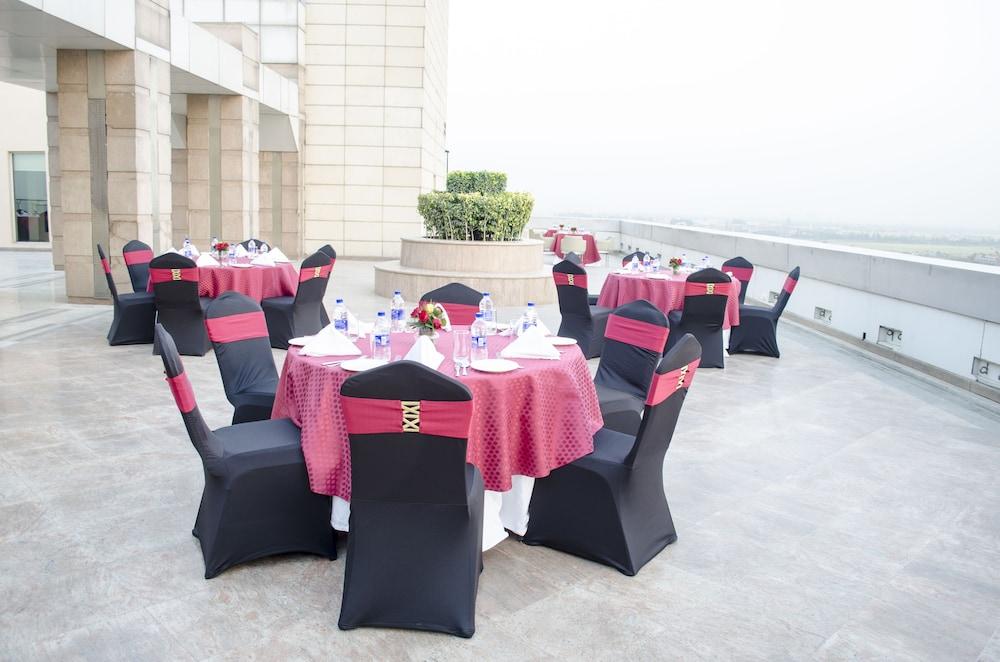 래디슨 블루 호텔 그레이터 노이다(Radisson Blu Hotel Greater Noida) Hotel Image 142 - Outdoor Banquet Area