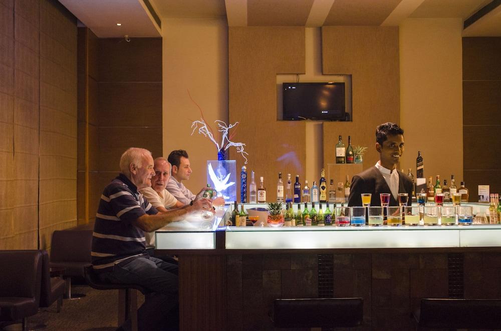 래디슨 블루 호텔 그레이터 노이다(Radisson Blu Hotel Greater Noida) Hotel Image 96 - Hotel Bar
