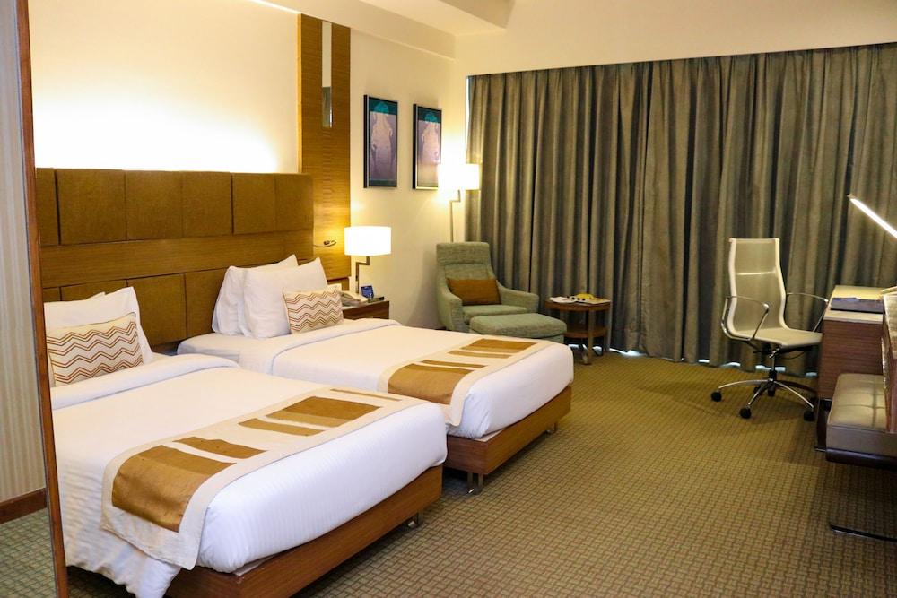 래디슨 블루 호텔 그레이터 노이다(Radisson Blu Hotel Greater Noida) Hotel Image 15 - Guestroom