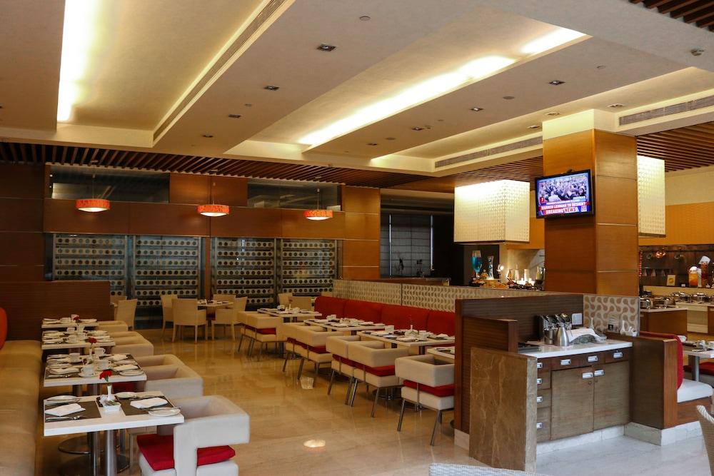 래디슨 블루 호텔 그레이터 노이다(Radisson Blu Hotel Greater Noida) Hotel Image 76 - Restaurant