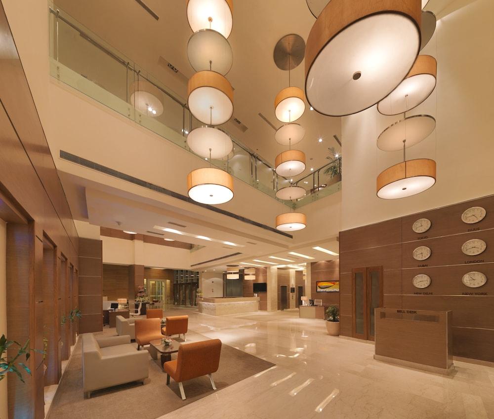 래디슨 블루 호텔 그레이터 노이다(Radisson Blu Hotel Greater Noida) Hotel Image 51 - Lobby Lounge