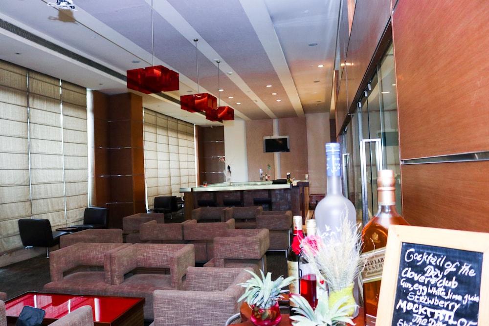 래디슨 블루 호텔 그레이터 노이다(Radisson Blu Hotel Greater Noida) Hotel Image 93 - Hotel Bar