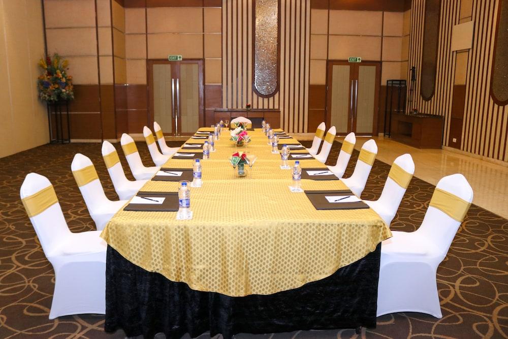 래디슨 블루 호텔 그레이터 노이다(Radisson Blu Hotel Greater Noida) Hotel Image 102 - Banquet Hall