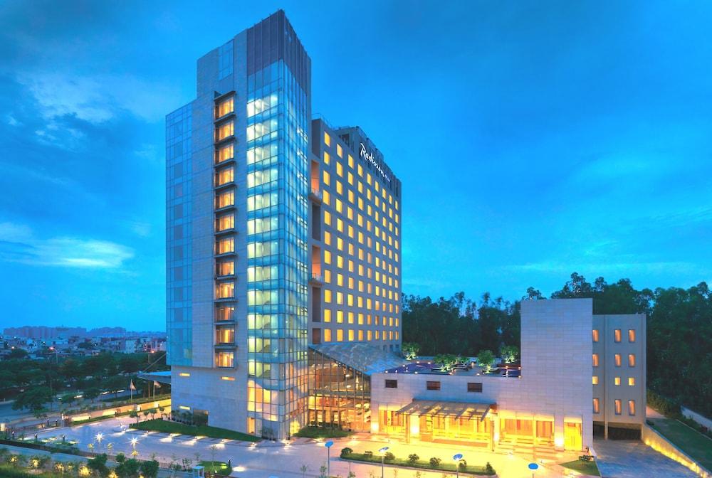 래디슨 블루 호텔 그레이터 노이다(Radisson Blu Hotel Greater Noida) Hotel Image 136 - Hotel Front - Evening/Night