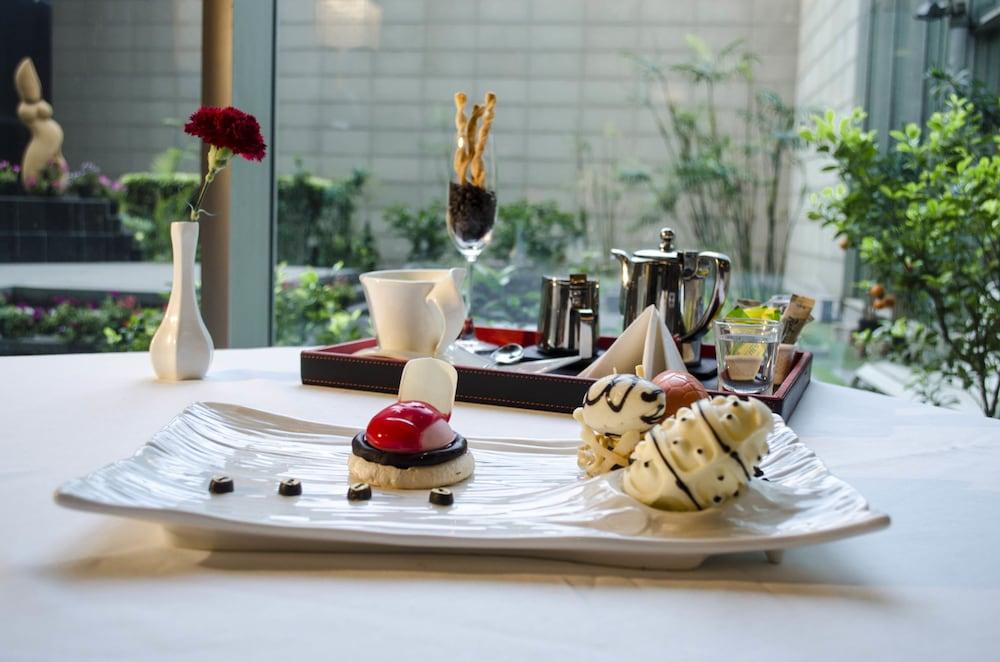 래디슨 블루 호텔 그레이터 노이다(Radisson Blu Hotel Greater Noida) Hotel Image 90 - Food and Drink