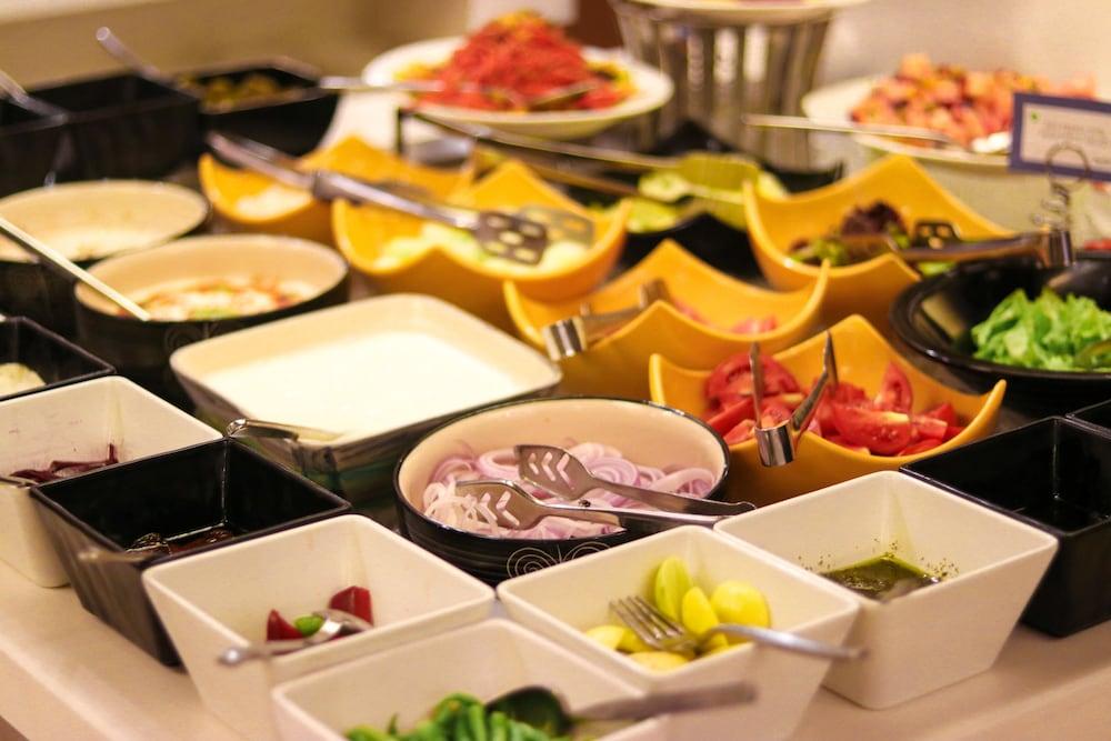 래디슨 블루 호텔 그레이터 노이다(Radisson Blu Hotel Greater Noida) Hotel Image 92 - Breakfast Meal