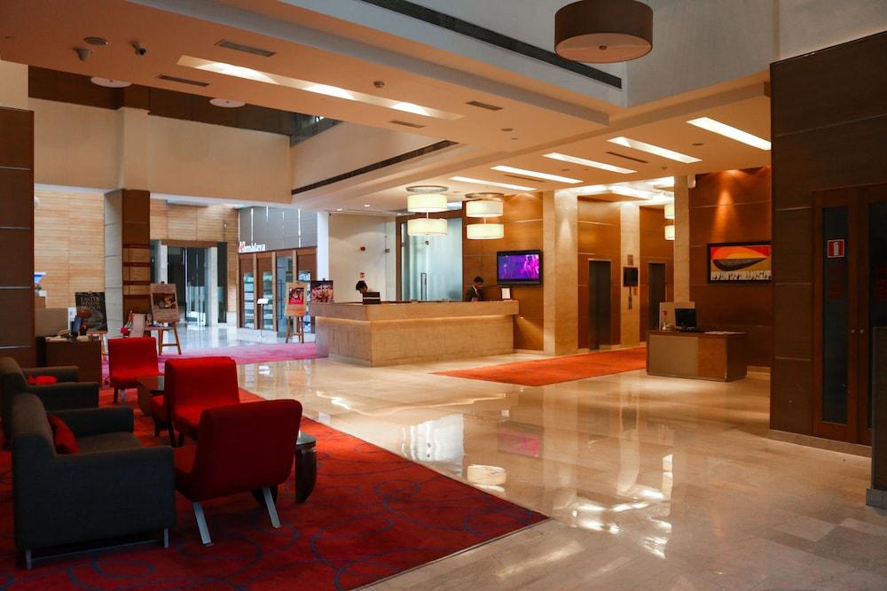 래디슨 블루 호텔 그레이터 노이다(Radisson Blu Hotel Greater Noida) Hotel Image 1 - Lobby