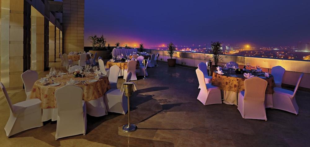 래디슨 블루 호텔 그레이터 노이다(Radisson Blu Hotel Greater Noida) Hotel Image 139 - Terrace/Patio