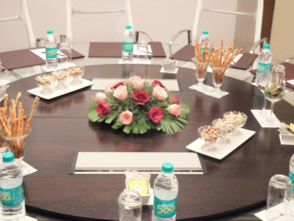 래디슨 블루 호텔 그레이터 노이다(Radisson Blu Hotel Greater Noida) Hotel Image 120 - Business Center
