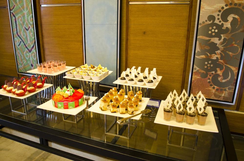 래디슨 블루 호텔 그레이터 노이다(Radisson Blu Hotel Greater Noida) Hotel Image 86 - Buffet