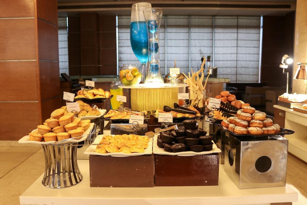 래디슨 블루 호텔 그레이터 노이다(Radisson Blu Hotel Greater Noida) Hotel Image 80 - Buffet