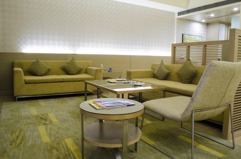 래디슨 블루 호텔 그레이터 노이다(Radisson Blu Hotel Greater Noida) Hotel Image 33 - Living Area