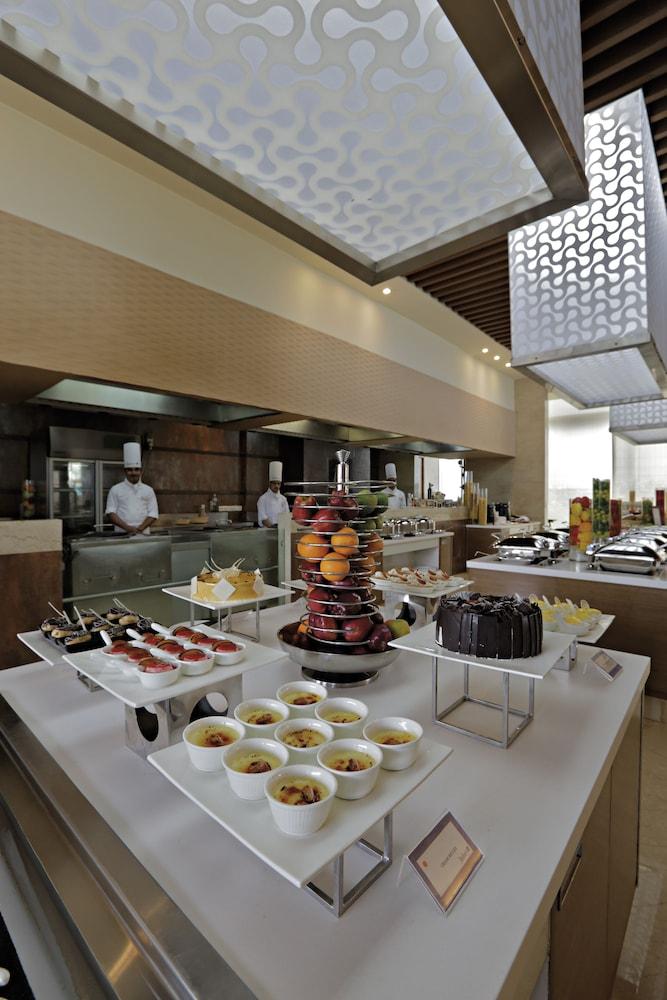 래디슨 블루 호텔 그레이터 노이다(Radisson Blu Hotel Greater Noida) Hotel Image 75 - Restaurant