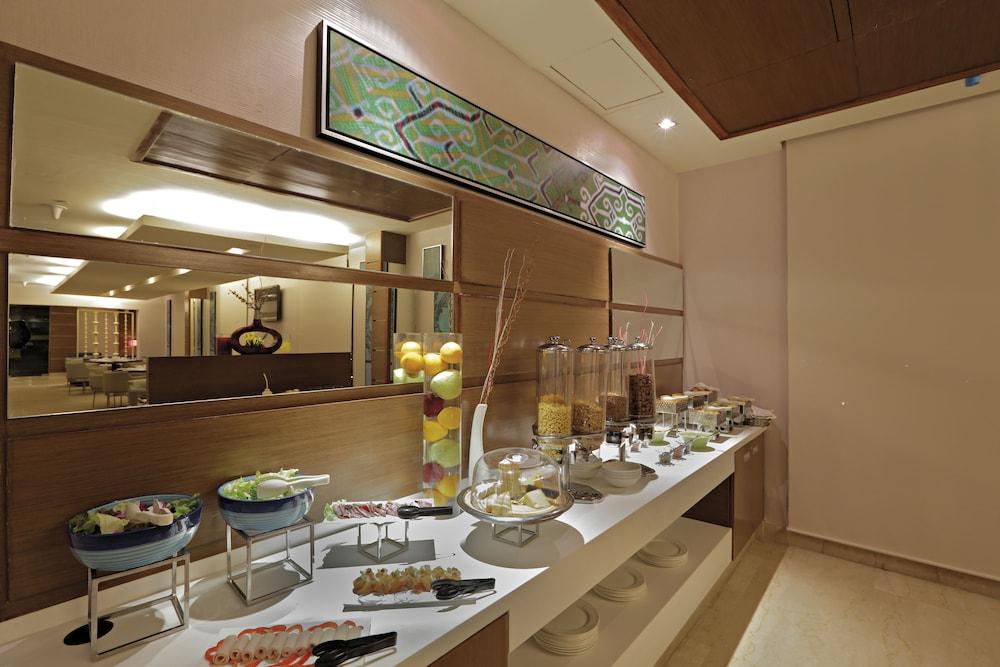 래디슨 블루 호텔 그레이터 노이다(Radisson Blu Hotel Greater Noida) Hotel Image 129 - Executive Lounge