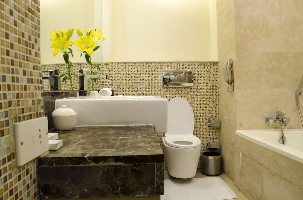 래디슨 블루 호텔 그레이터 노이다(Radisson Blu Hotel Greater Noida) Hotel Image 47 - Bathroom