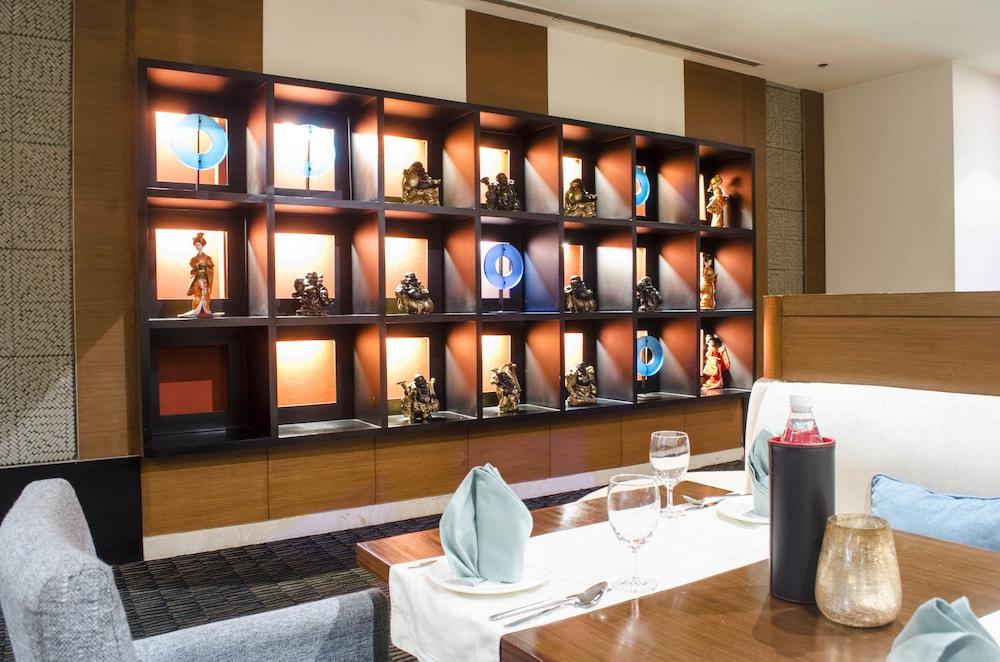 래디슨 블루 호텔 그레이터 노이다(Radisson Blu Hotel Greater Noida) Hotel Image 78 - Restaurant