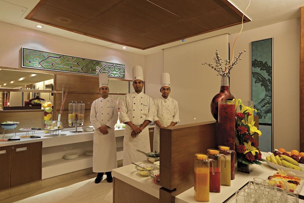 래디슨 블루 호텔 그레이터 노이다(Radisson Blu Hotel Greater Noida) Hotel Image 130 - Executive Lounge