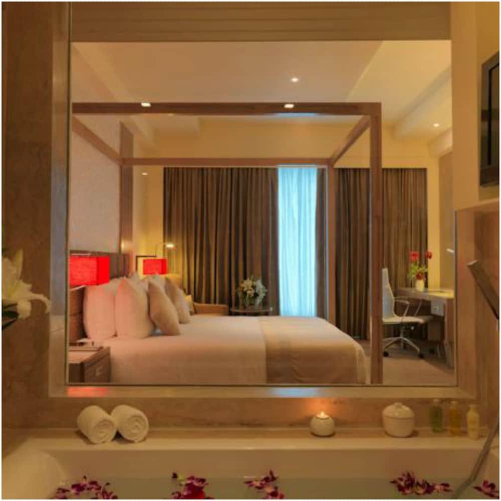 래디슨 블루 호텔 그레이터 노이다(Radisson Blu Hotel Greater Noida) Hotel Image 40 - Bathroom