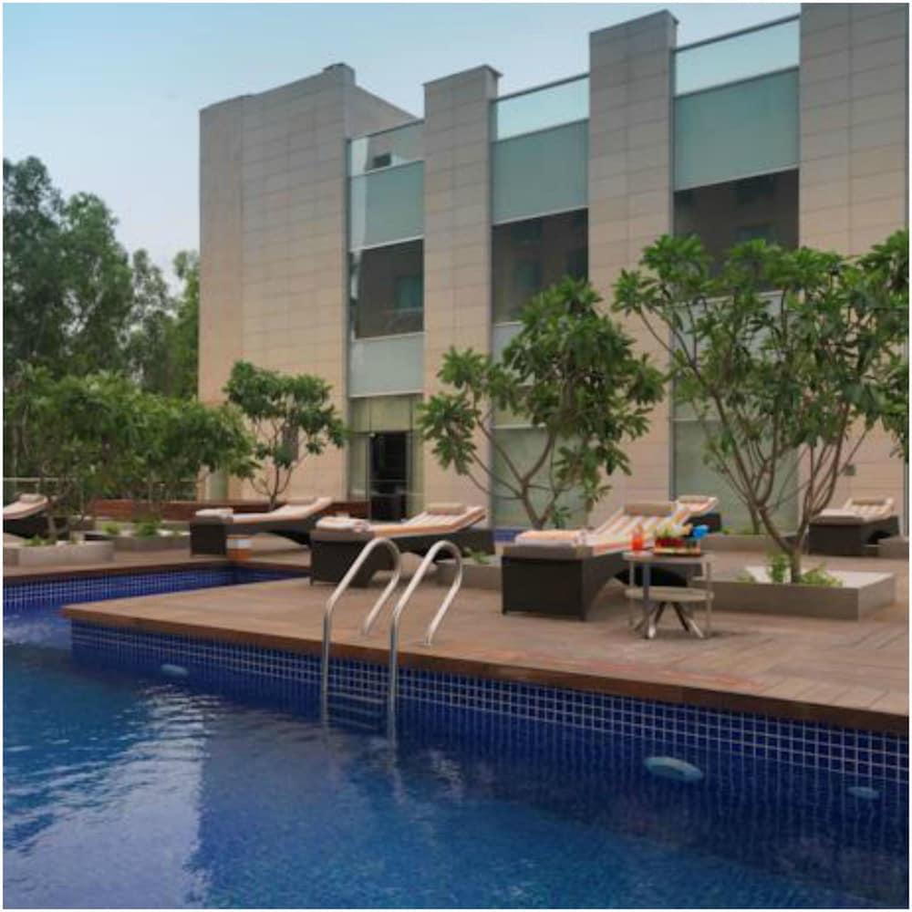 래디슨 블루 호텔 그레이터 노이다(Radisson Blu Hotel Greater Noida) Hotel Image 4 - Pool