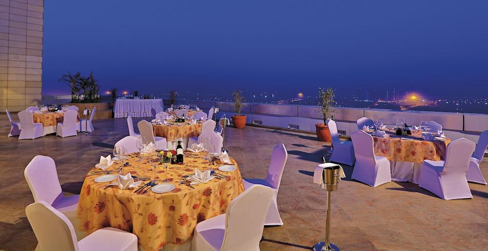 래디슨 블루 호텔 그레이터 노이다(Radisson Blu Hotel Greater Noida) Hotel Image 141 - Outdoor Banquet Area