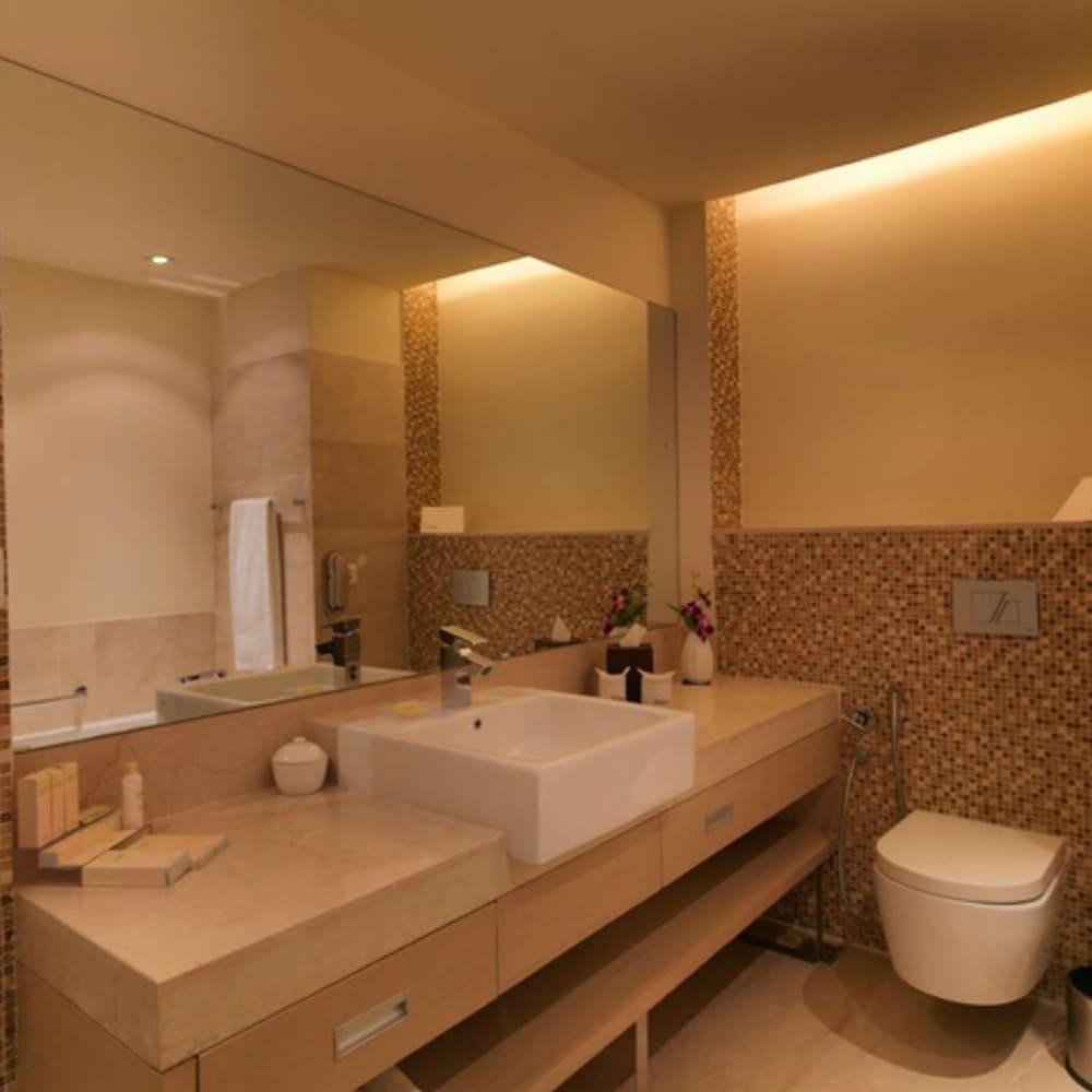 래디슨 블루 호텔 그레이터 노이다(Radisson Blu Hotel Greater Noida) Hotel Image 41 - Bathroom