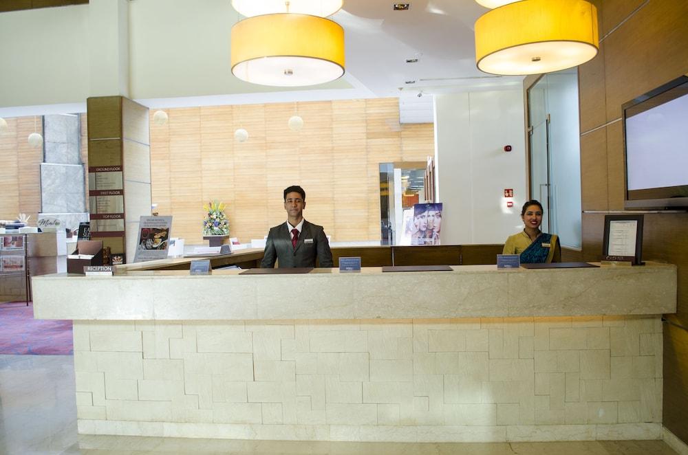 래디슨 블루 호텔 그레이터 노이다(Radisson Blu Hotel Greater Noida) Hotel Image 50 - Check-in/Check-out Kiosk