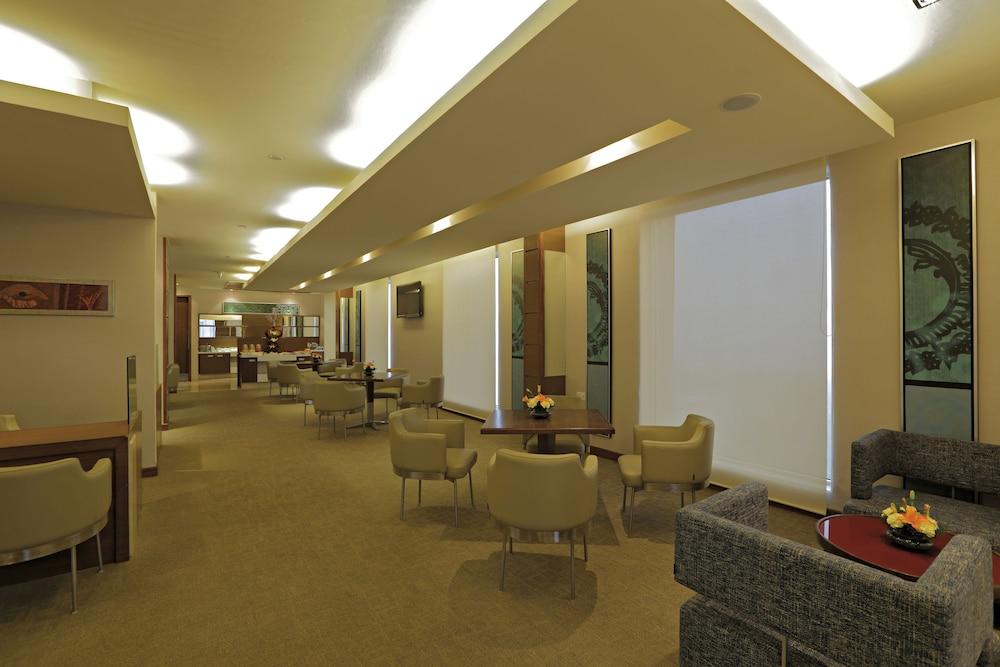 래디슨 블루 호텔 그레이터 노이다(Radisson Blu Hotel Greater Noida) Hotel Image 131 - Executive Lounge