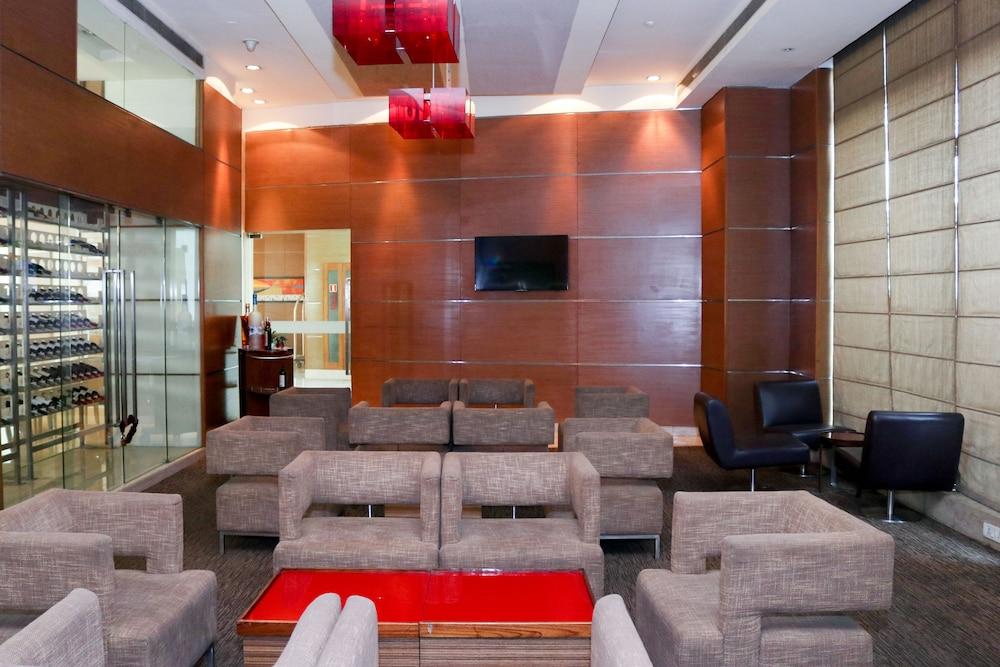 래디슨 블루 호텔 그레이터 노이다(Radisson Blu Hotel Greater Noida) Hotel Image 94 - Hotel Bar