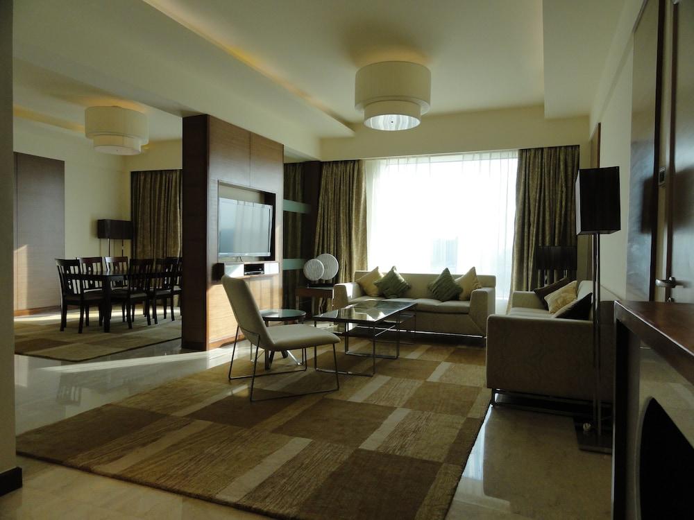 래디슨 블루 호텔 그레이터 노이다(Radisson Blu Hotel Greater Noida) Hotel Image 28 - Living Area