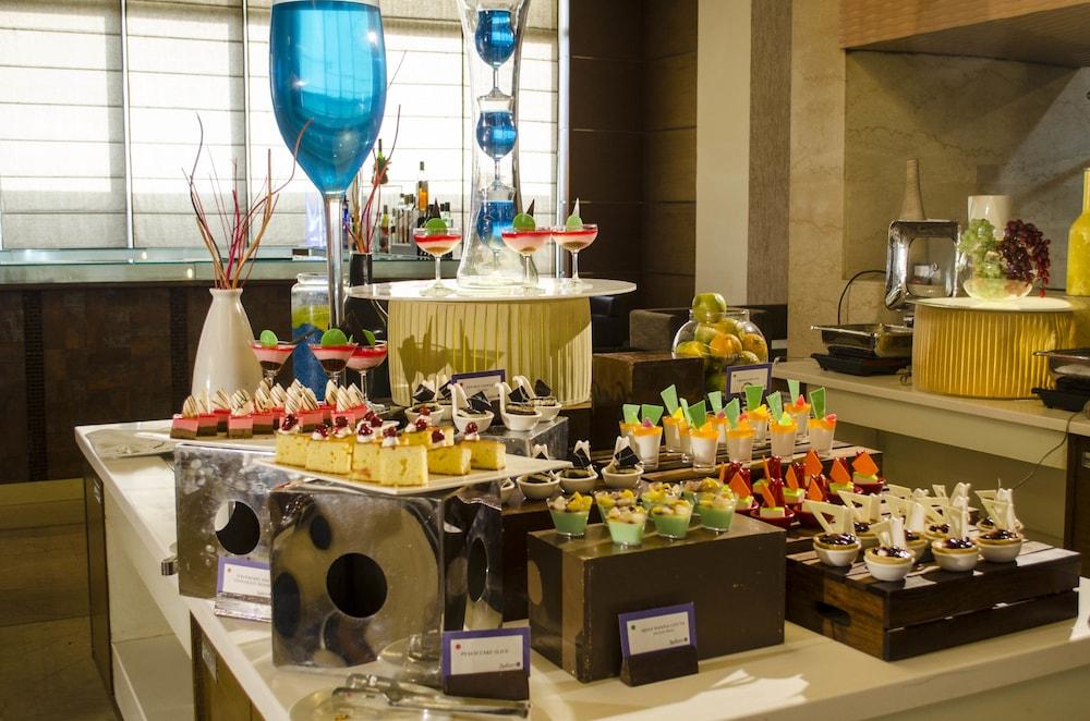래디슨 블루 호텔 그레이터 노이다(Radisson Blu Hotel Greater Noida) Hotel Image 87 - Delicatessen