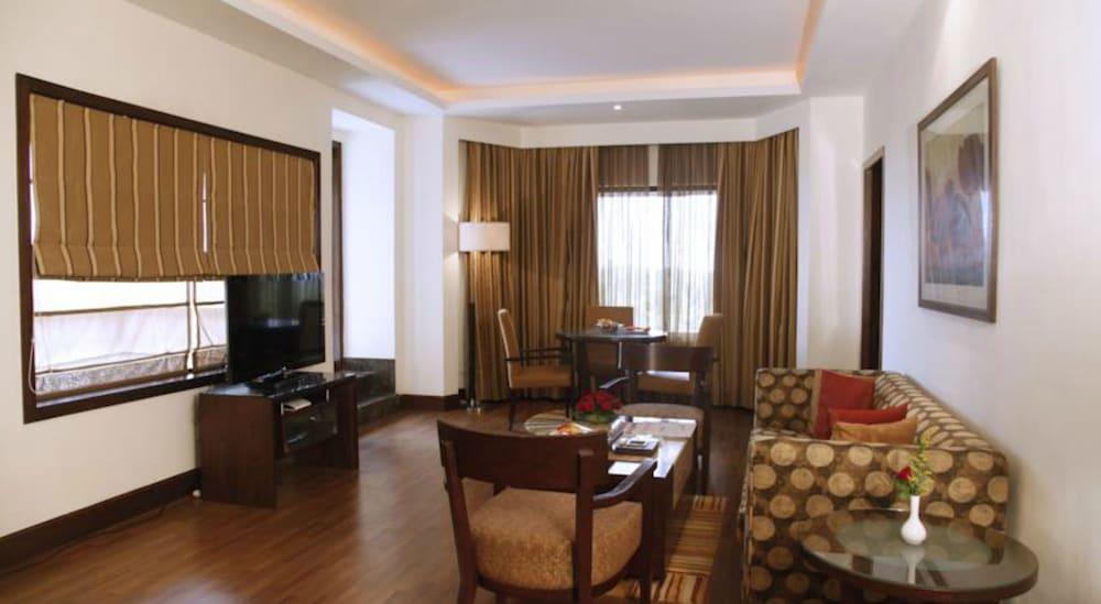 더 리트리트 호텔 & 컨벤션 센터(The Retreat Hotel & Convention Centre) Hotel Image 22 - Living Area