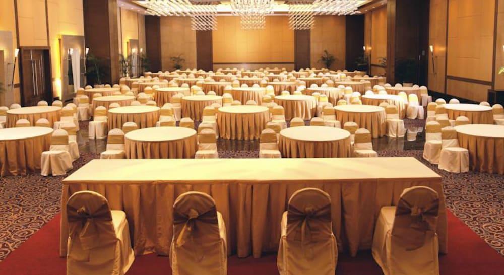 더 리트리트 호텔 & 컨벤션 센터(The Retreat Hotel & Convention Centre) Hotel Image 41 - Ballroom