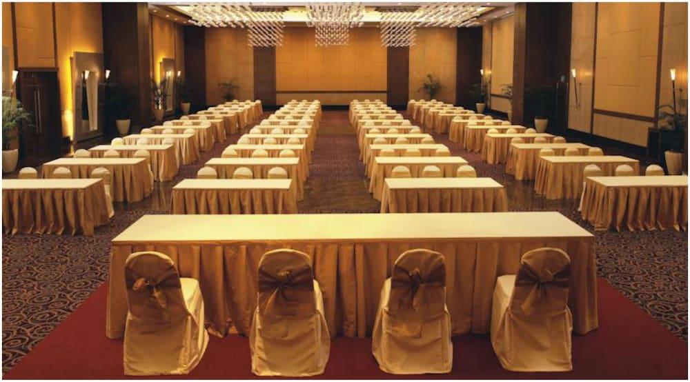 더 리트리트 호텔 & 컨벤션 센터(The Retreat Hotel & Convention Centre) Hotel Image 45 - Meeting Facility