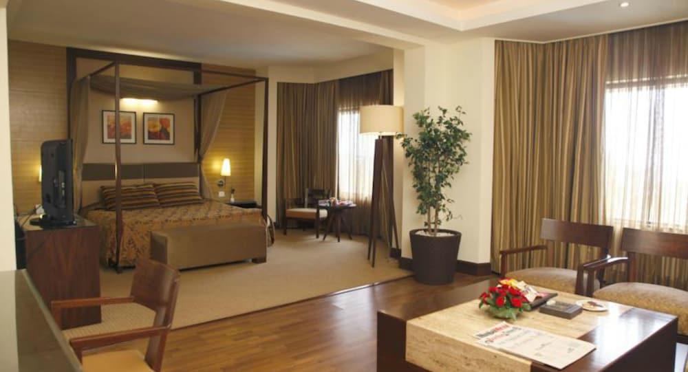 더 리트리트 호텔 & 컨벤션 센터(The Retreat Hotel & Convention Centre) Hotel Image 6 - Guestroom