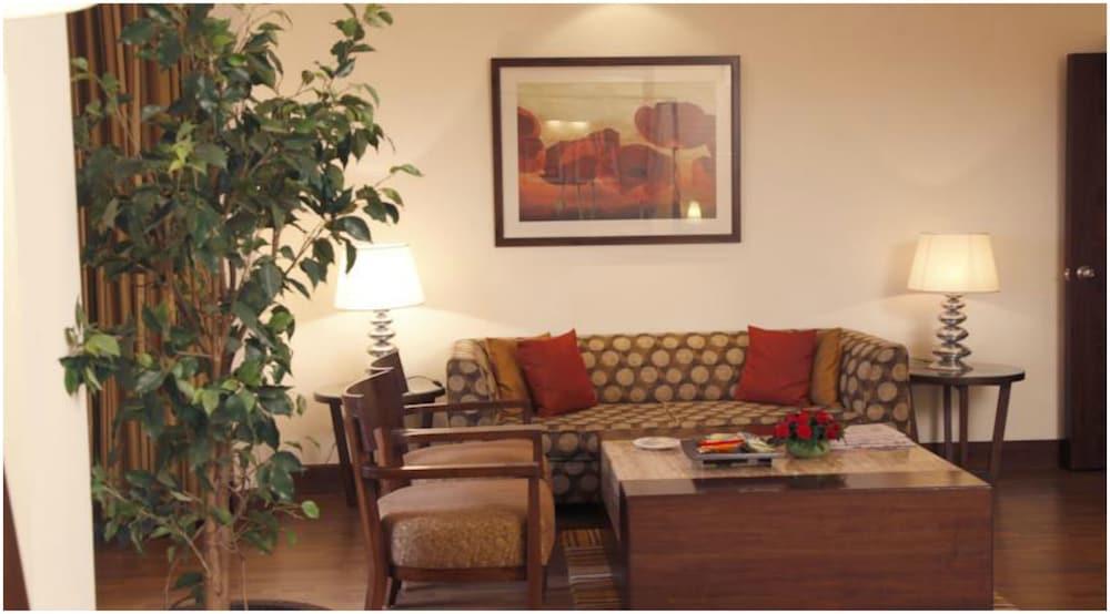 더 리트리트 호텔 & 컨벤션 센터(The Retreat Hotel & Convention Centre) Hotel Image 15 - Guestroom