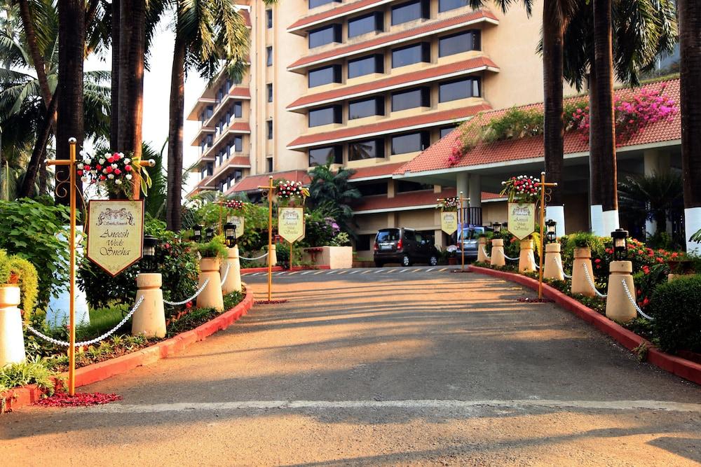 더 리트리트 호텔 & 컨벤션 센터(The Retreat Hotel & Convention Centre) Hotel Image 52 - Parking
