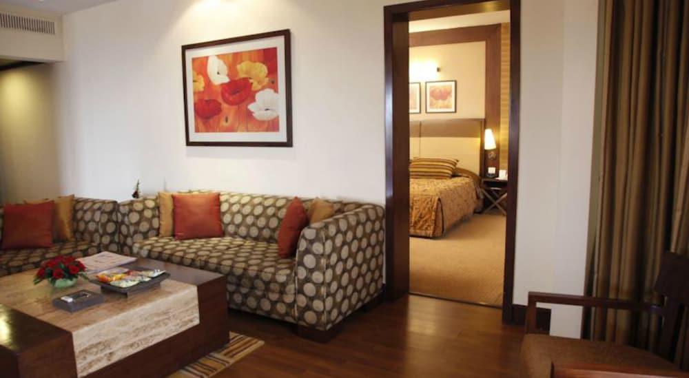더 리트리트 호텔 & 컨벤션 센터(The Retreat Hotel & Convention Centre) Hotel Image 5 - Guestroom