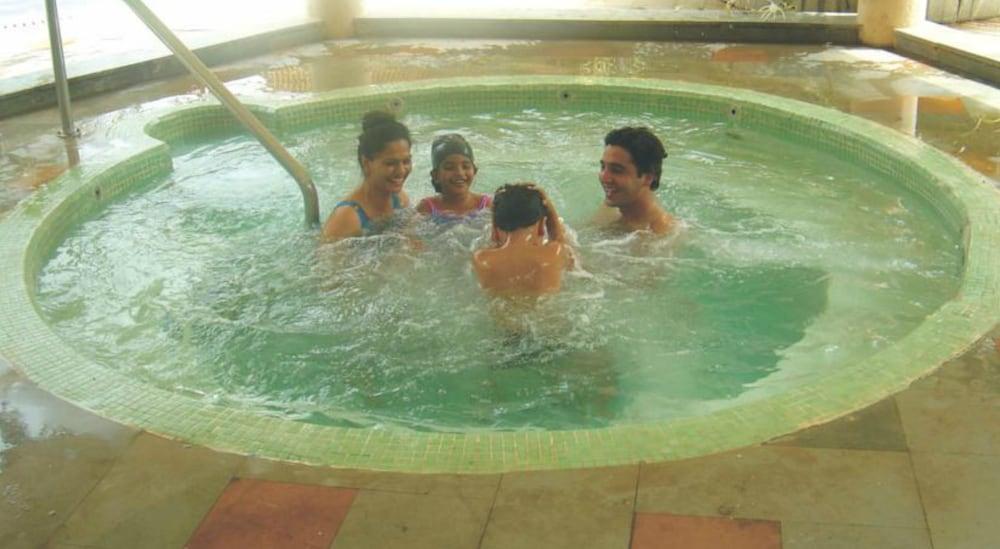 더 리트리트 호텔 & 컨벤션 센터(The Retreat Hotel & Convention Centre) Hotel Image 55 - Indoor Spa Tub