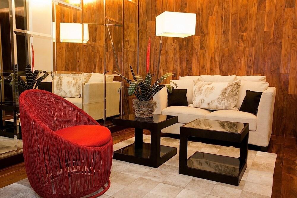 라 인마쿨라다(La Inmaculada) Hotel Image 1 - Lobby Sitting Area
